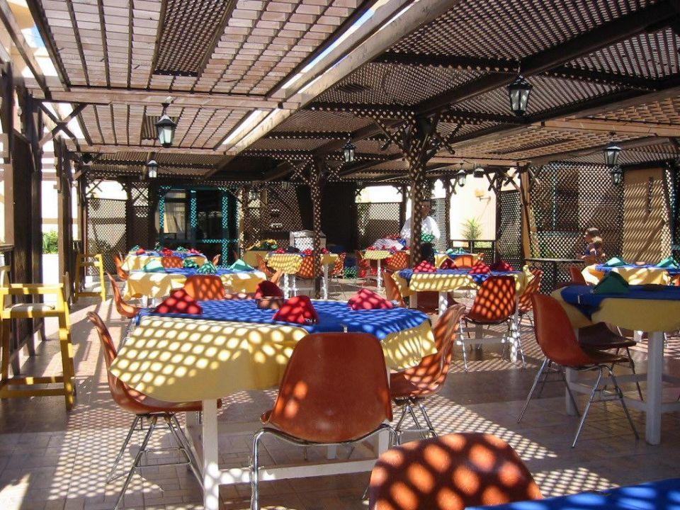 Terrasse für Frühstück und Abendessen Albatros Aqua Park by Pickalbatros