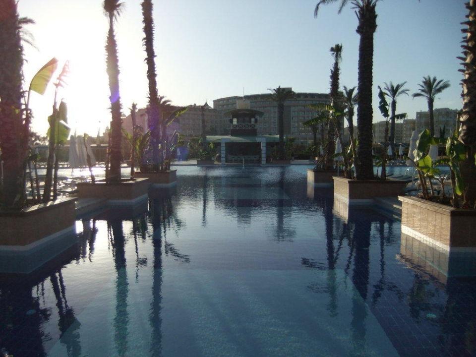 Ein Blick auf die Poolbar Concorde De Luxe Resort