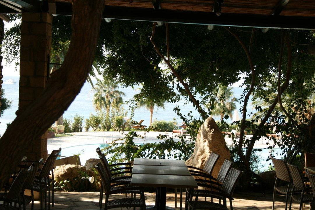 Blick vom Frühstückstisch Hotel Coral Beach Resort