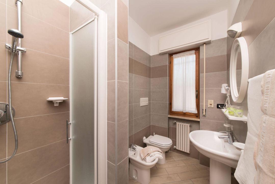 Bianco lucido home servizi di bagno con parete bacino lavamani