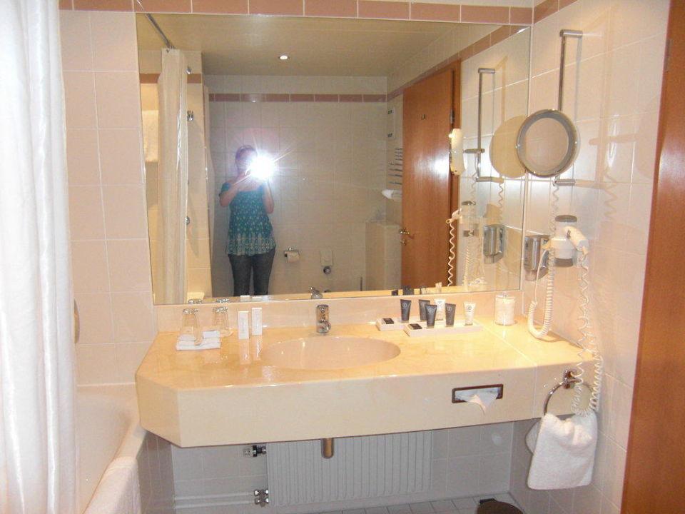 Fesselnd Badezimmer In Der Suite Estrel Hotel Berlin