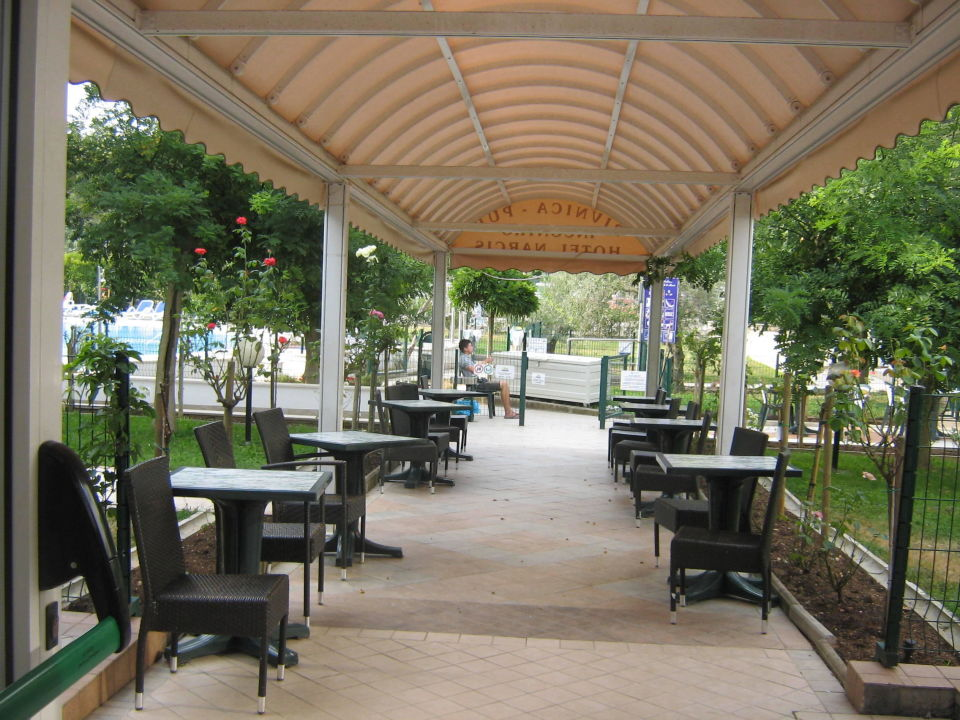 Terras naar het zwembad hotel narcis in rabac holidaycheck istrien kroatien - Zwembad in het terras ...
