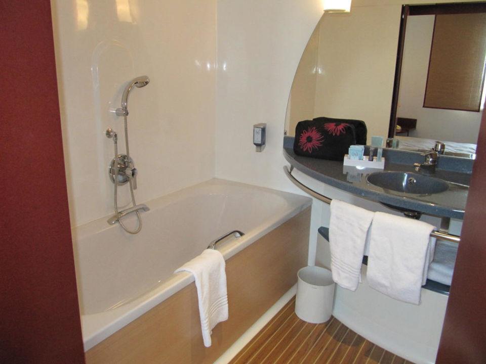"""Hotel Hamburg Dusche Im Zimmer : Bild """"Badewanne"""" zu Novotel Suites Hamburg City Hotel in Hamburg"""