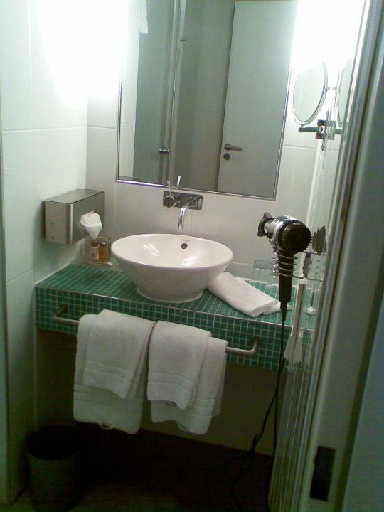 waschtisch hotel santo k ln holidaycheck nordrhein westfalen deutschland. Black Bedroom Furniture Sets. Home Design Ideas