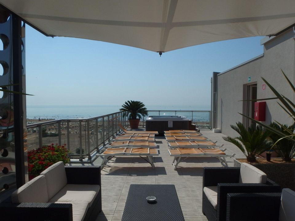 Dachterrasse mit whirlpool hotel karinzia caorle holidaycheck venetien italien - Whirlpool dachterrasse ...