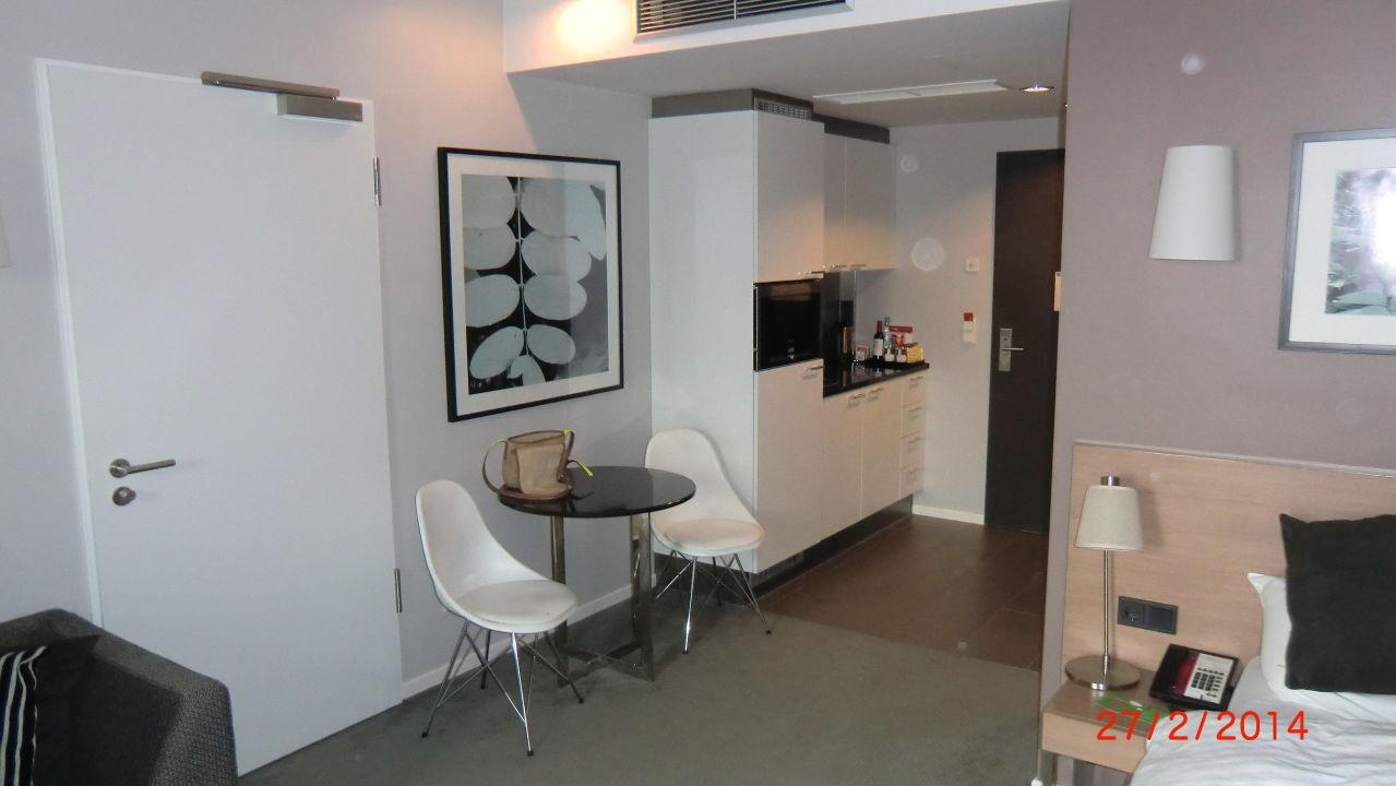 Mini k chenzeile adina apartment hotel berlin for Mini kuchenzeile