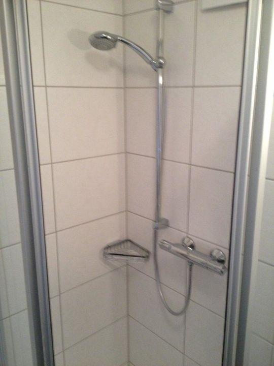 Armaturen dusche  Dusche mit modernen Armaturen