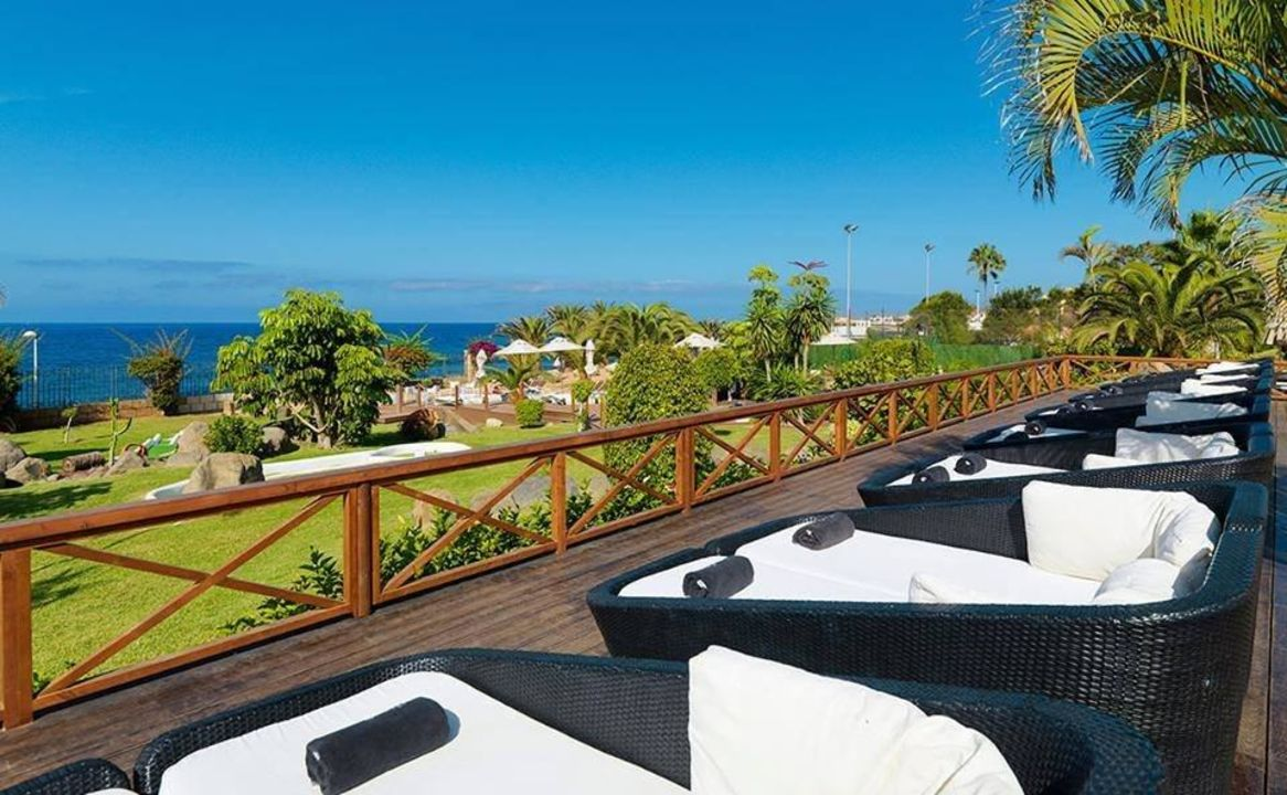 """""""Sunbeds"""" Hotel H10 Costa Adeje Palace (Costa Adeje ..."""