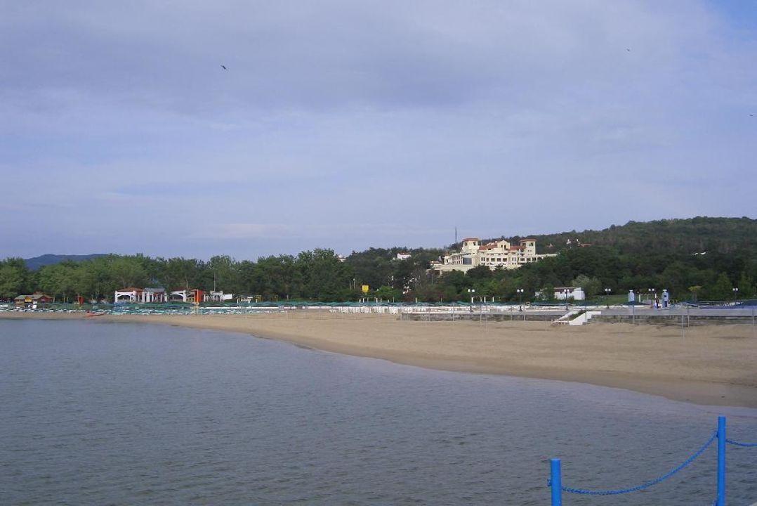 Strand und Pool beim Magic Life Bulgarien Duni Royal Holiday Village