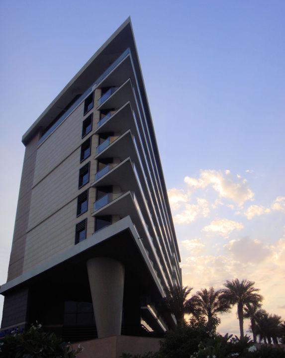 Blick von der Straße Hotel Park Inn Abu Dhabi, Yas Island