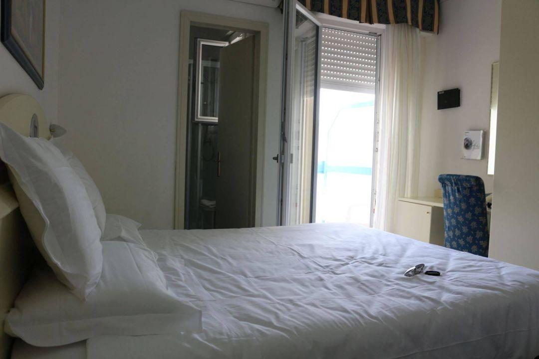 Bild kleines zimmer zu hotel san michele in bibione - Kleines zimmer ...