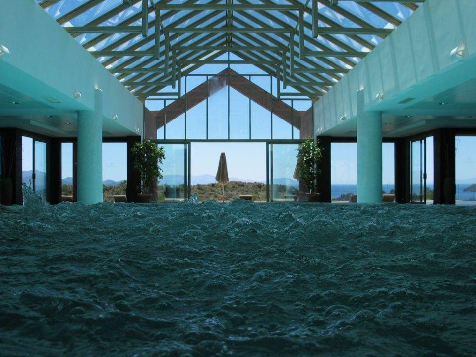 Piscine intérieure et jaccuzzi D Maris Bay