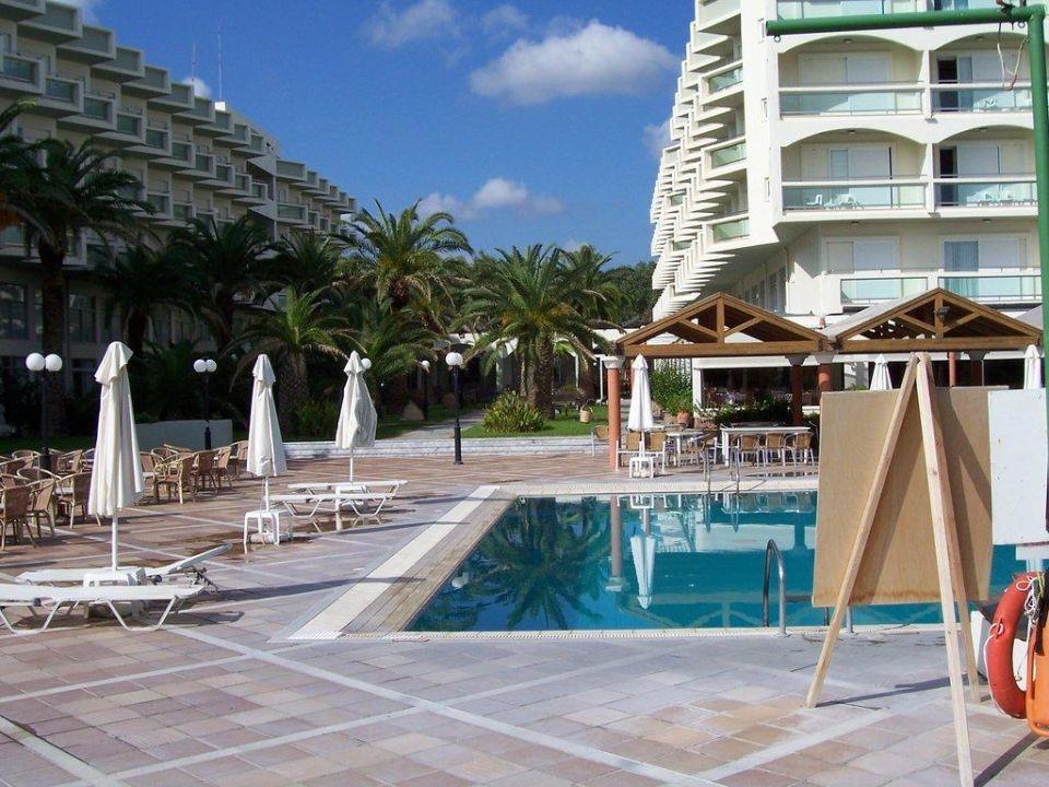 Pool und Hotel Hotel Apollo Beach