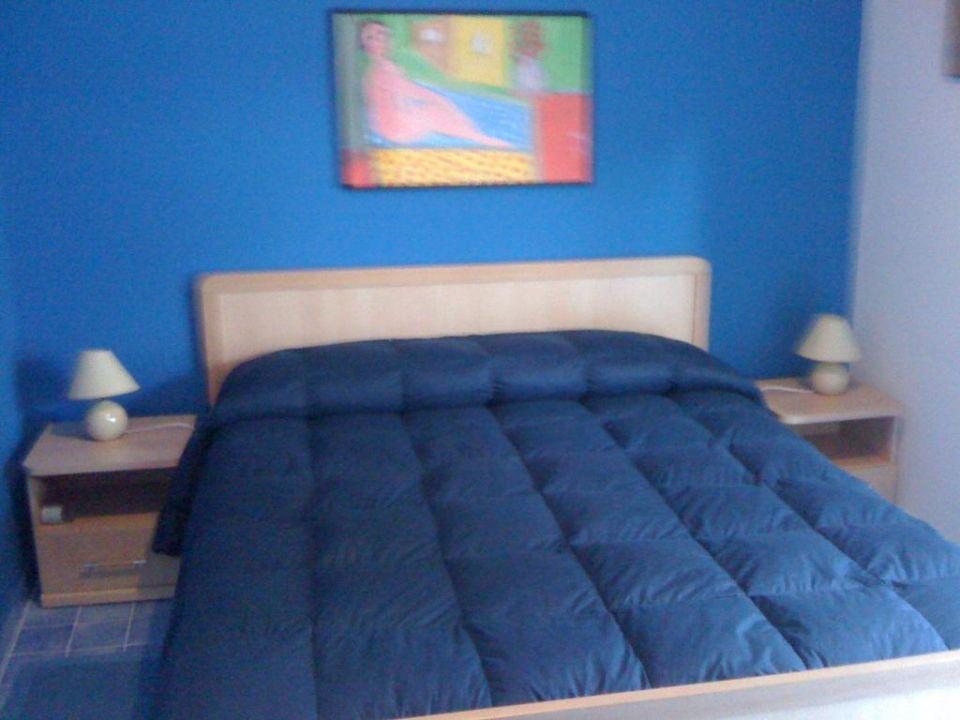 Camera matrimoniale blu Hotel Nido Colorato
