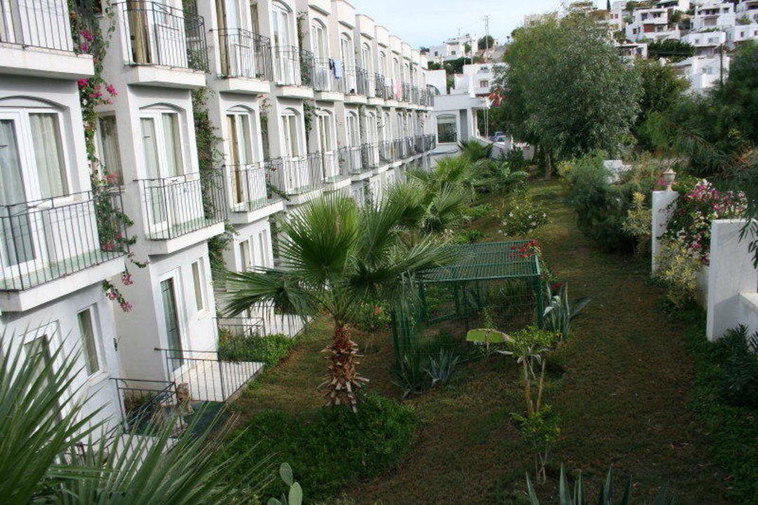 Der gesamte Garten des Hotels Hotel Eken Resort