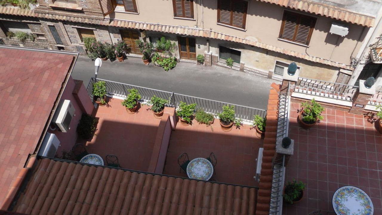 Ausblick nach unten Hotel La Pensione Svizzera