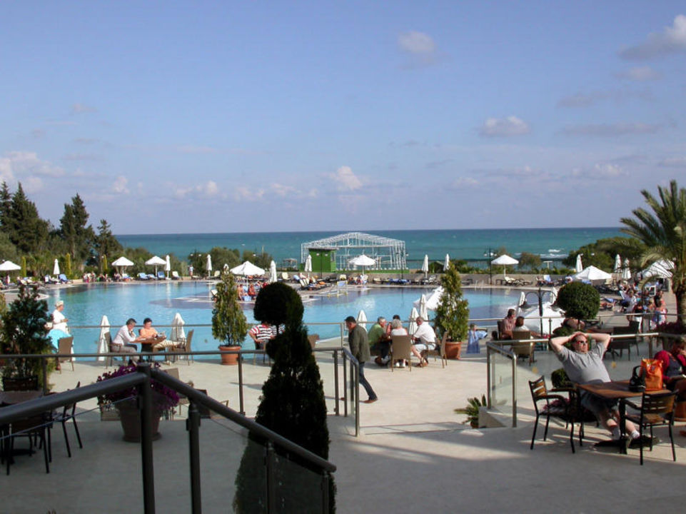 Aussenterrasse und Pool Arcanus Side Resort