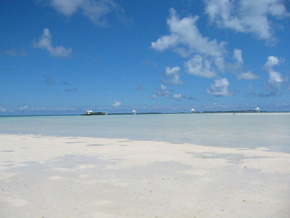 Strand aus grobkörnigen bis feinem Sand Cinnamon Hakuraa Huraa Maldives