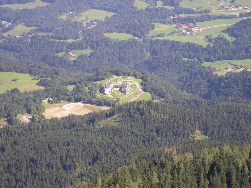 Das Hotel vom Kehlsteinhaus aus gesehen Kempinski Hotel Berchtesgaden