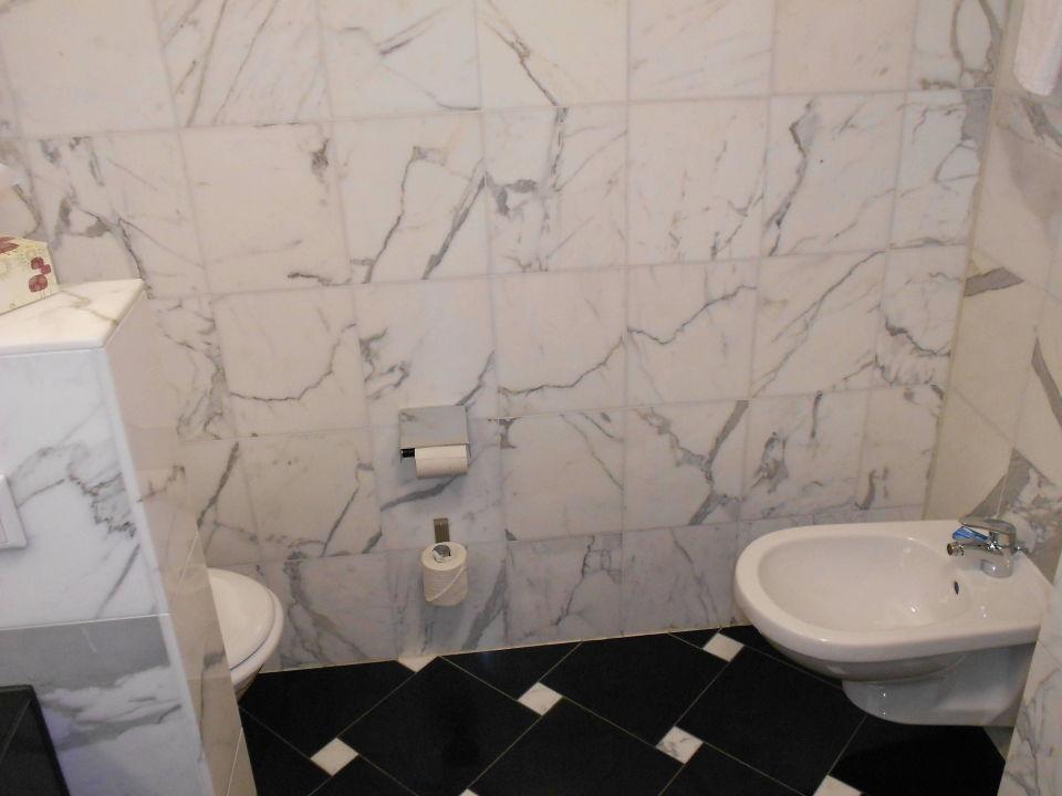 links toilette rechts bidet ein pluspunkt hotel steiger sebnitzer hof adults only sebnitz. Black Bedroom Furniture Sets. Home Design Ideas