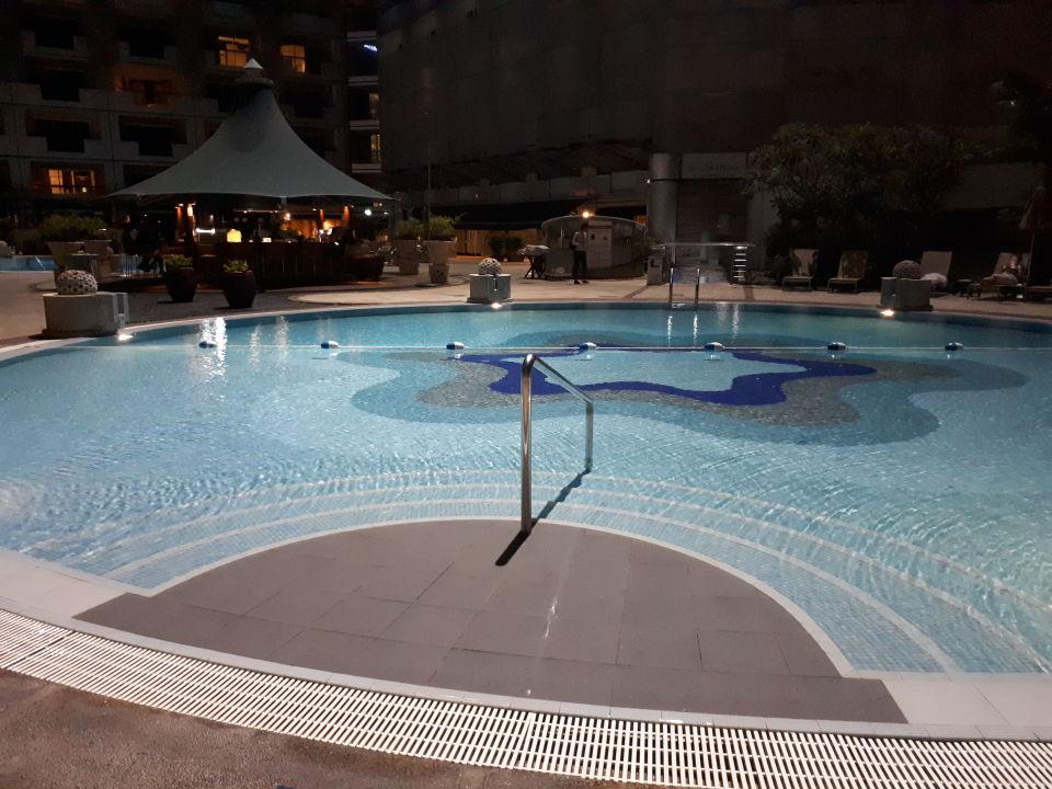 Pool Swissotel The Stamford Singapore