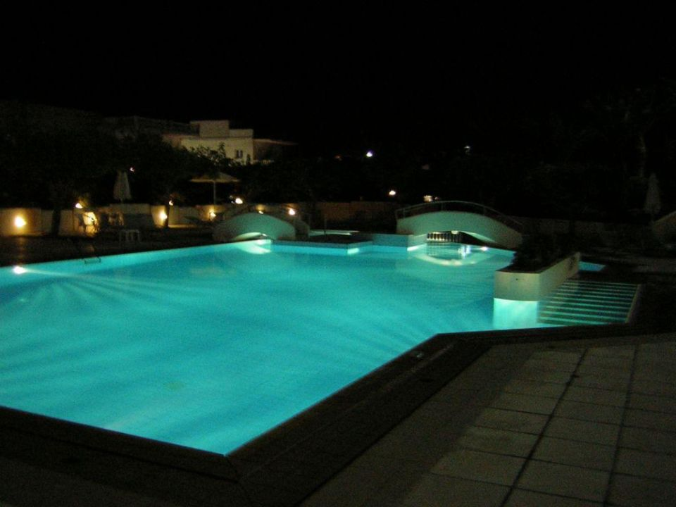Pool bei Nacht Hotel Santa Marina Beach