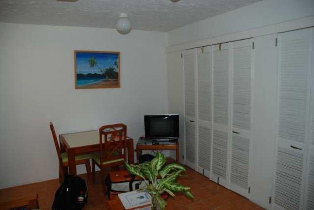 Wohnzimmer mit Türen zum Balkon Hotel Siboney Beach Club