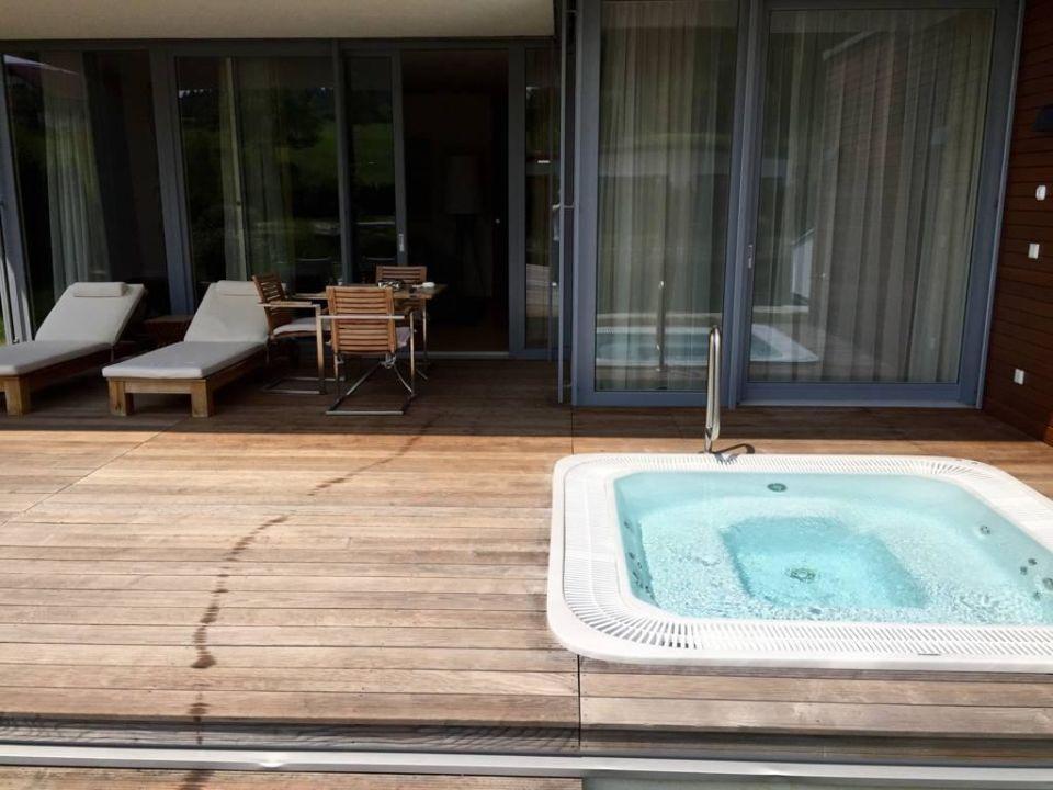 Terrasse Mit Jacuzzi Geinberg5 Private Spa Villas Geinberg