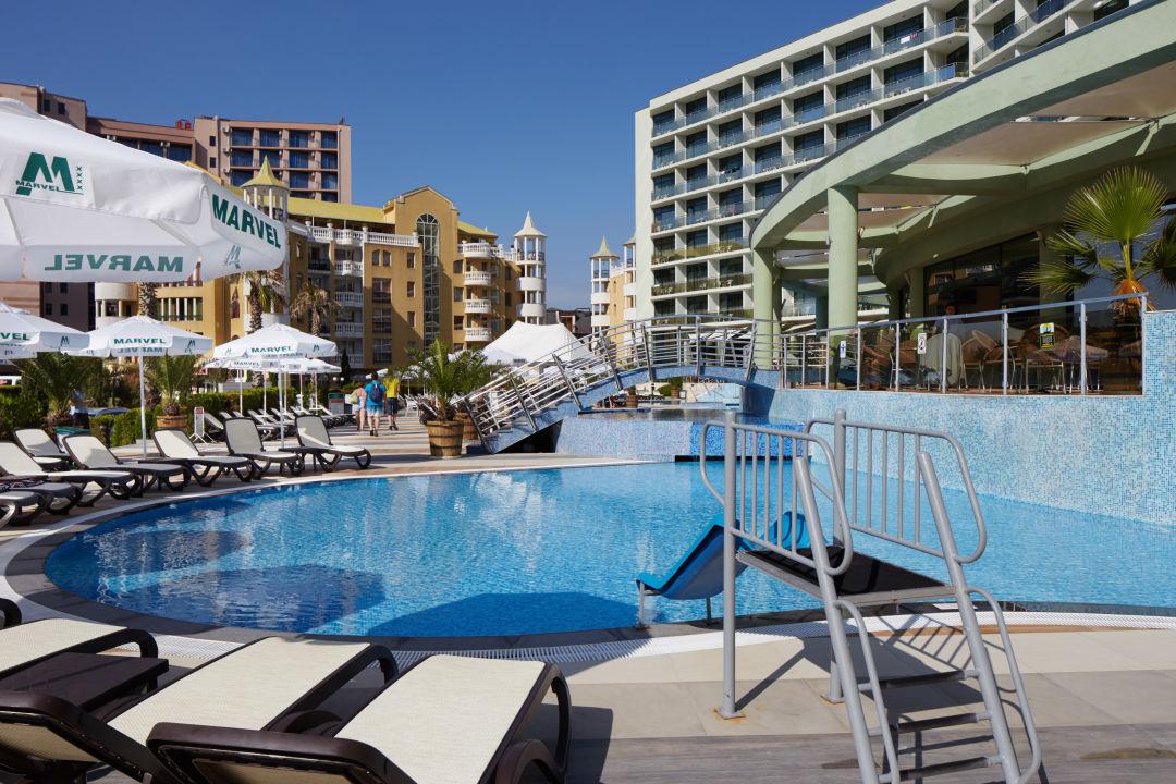 Pool Hotel Marvel