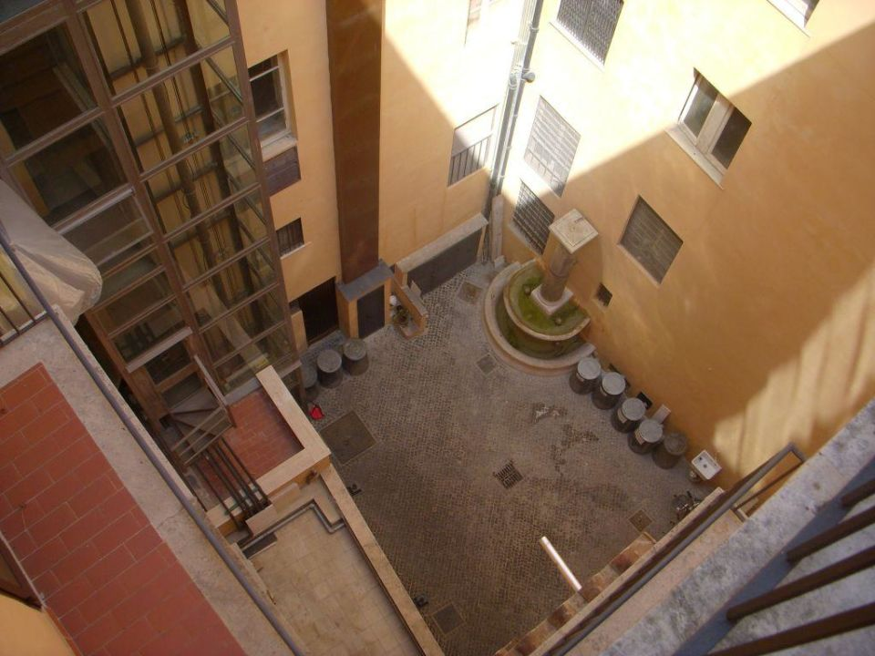 View of courtyard Hotel Parlamento