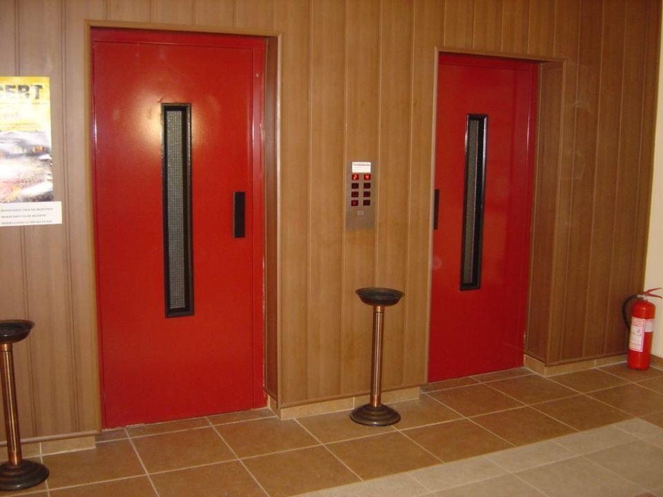 Aufzüge im Hauptgebäude Hotel Titan Garden