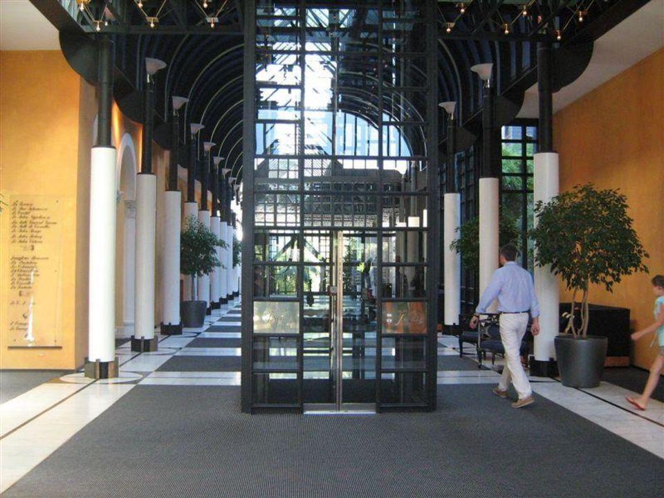 Eingangsbereich Victoria-Jungfrau Grand Hotel & Spa