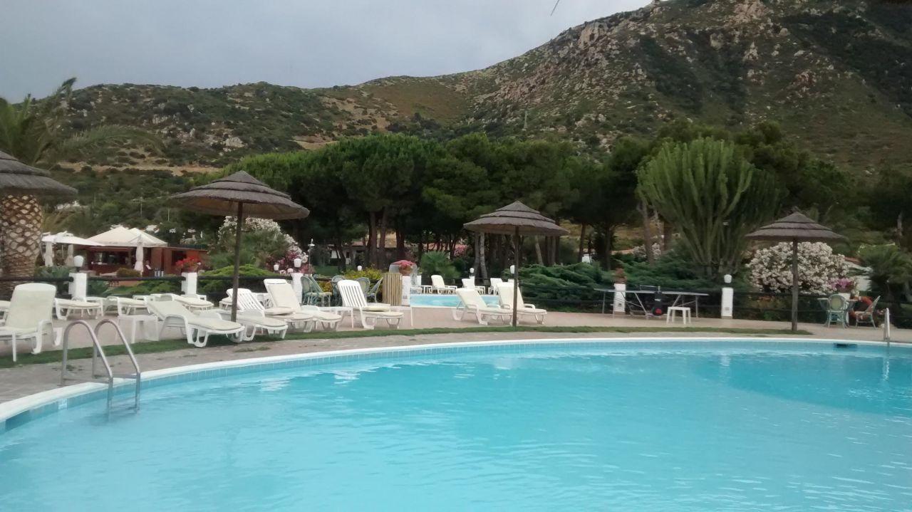gro er pool cormoran hotel residence villasimius holidaycheck sardinien italien. Black Bedroom Furniture Sets. Home Design Ideas