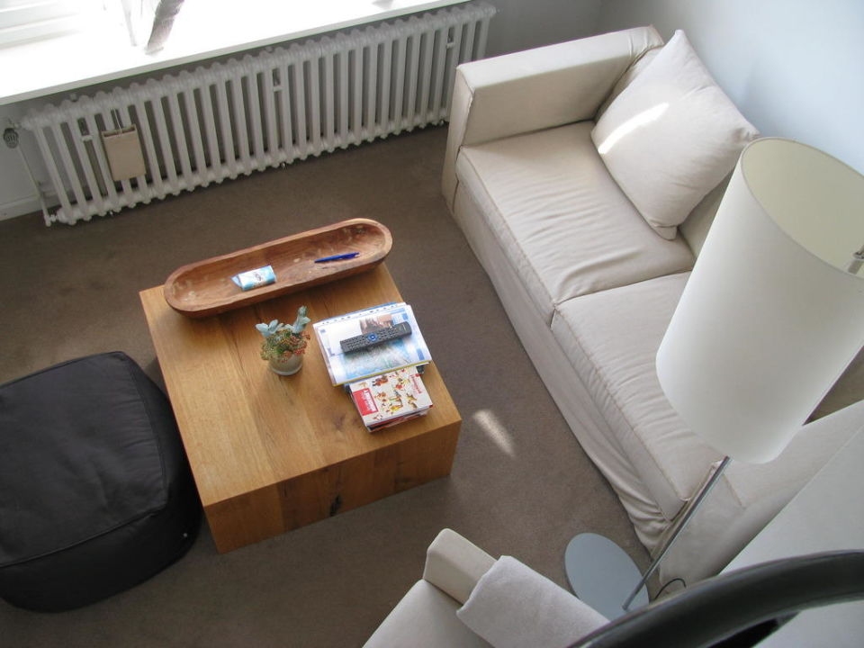 blick auf die sofaecke hotel haus norderney in norderney. Black Bedroom Furniture Sets. Home Design Ideas