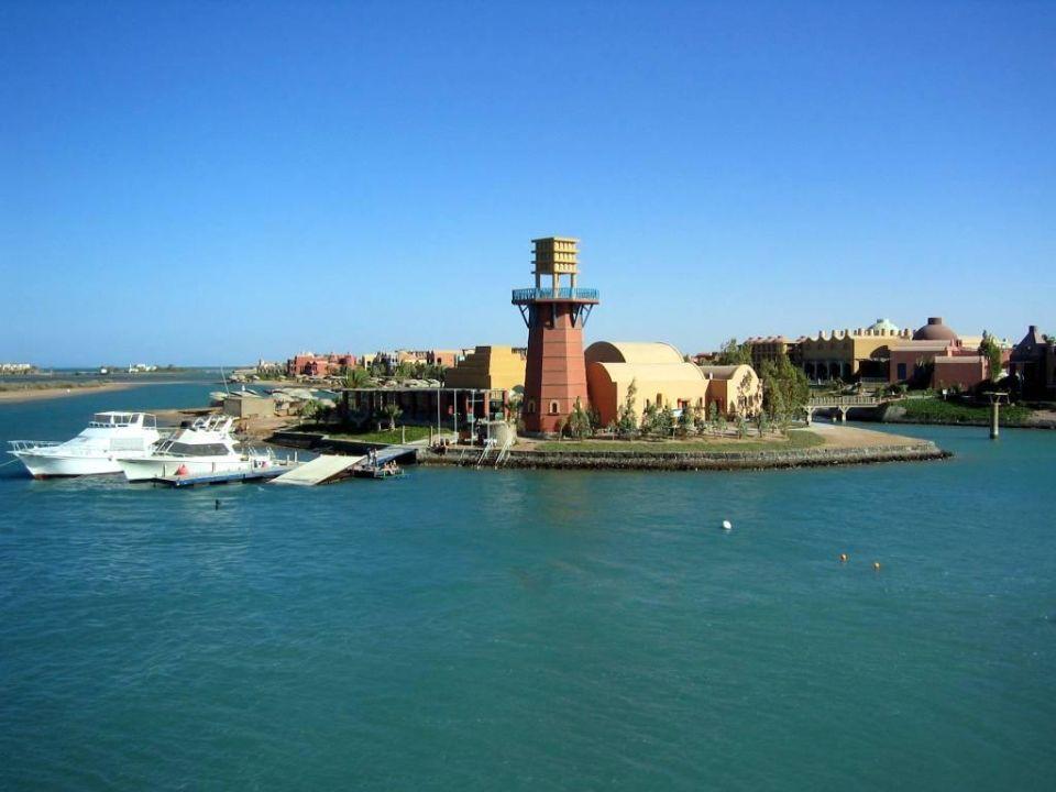 Blick vom Ocean View zum Sheraton Miramare / Wasserski-Zentr Hotel Three Corners Ocean View - Adults only