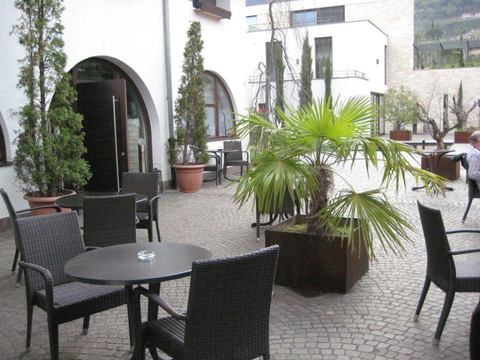 Innenhof mit Blick von der Lounge aus B&B Boutiquehotel Feldererhof