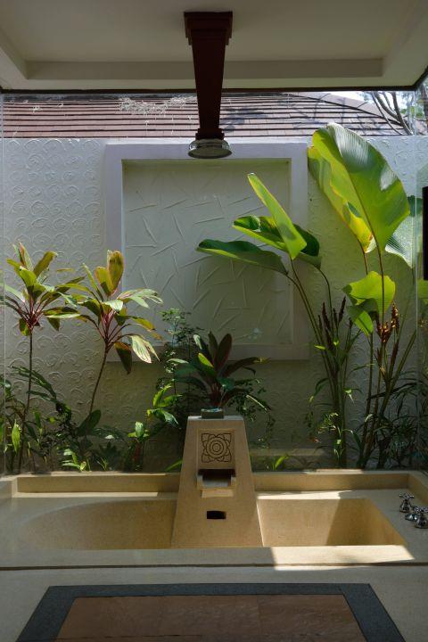 Eingelassene Badewanne im boden eingelassene badewanne mit regendusche 1 hotel barali