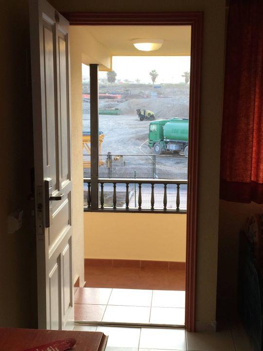 Bild fenster direkt zur baustelle zu hovima jardin for Fenster direkt