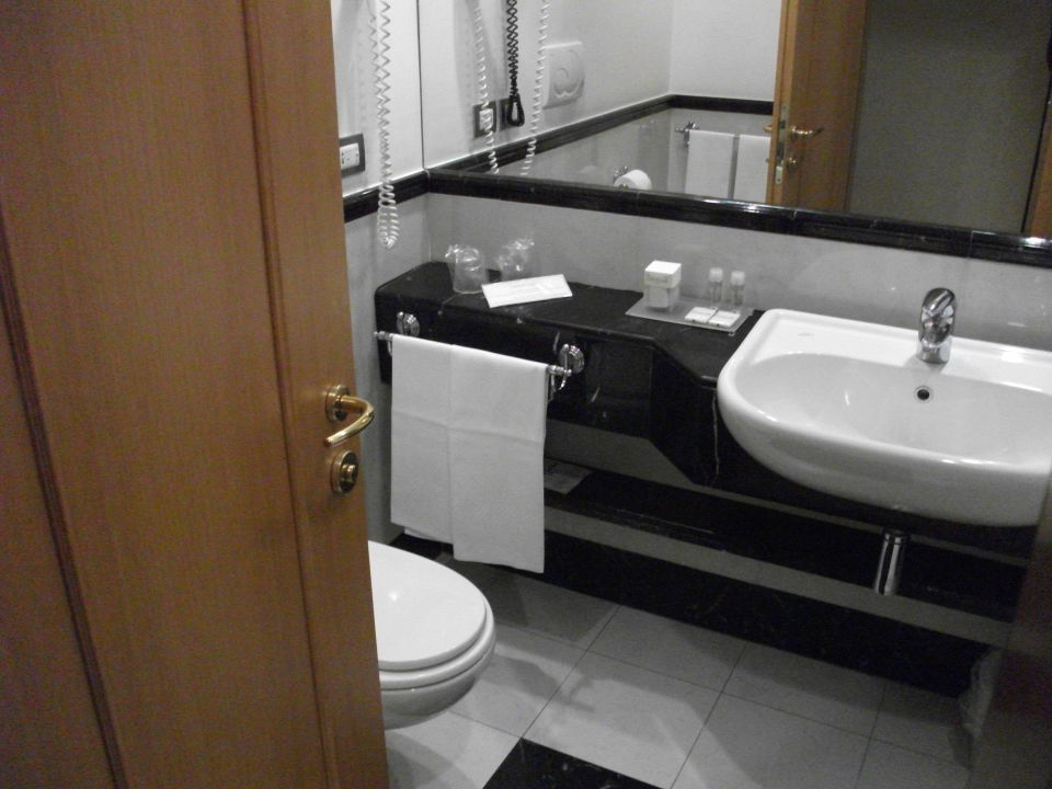 Bad - sehr sauber und genug groß Hotel Londra Cargill