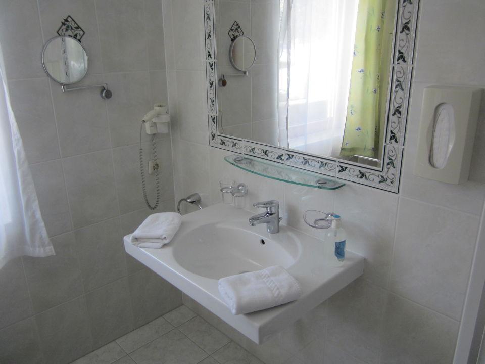 Bild detail zimmer viel platz f r familien zu hotel karlwirt in pertisau - Zu viel staub im zimmer ...