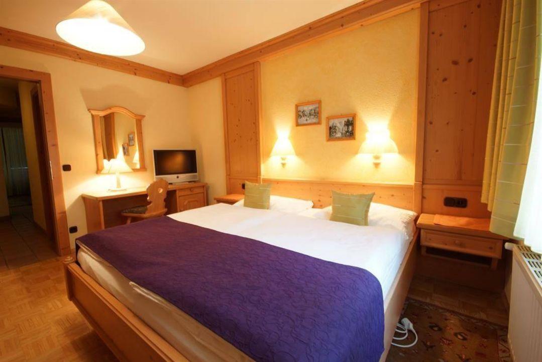 Suite, Schlafzimmer mit Wasserbett\
