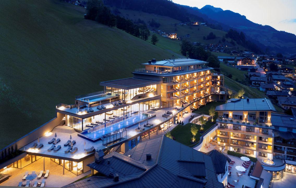 Außenansicht Das Edelweiss - Salzburg Mountain Resort