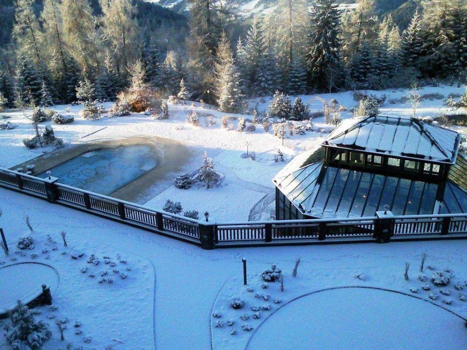 Terrasse und Teil der Außenanlage Interalpen-Hotel Tyrol