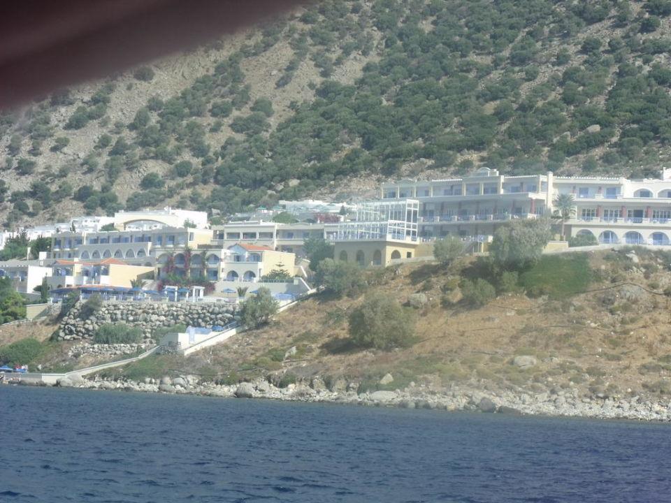 Widok ze statku Hotel Akti Beach Club