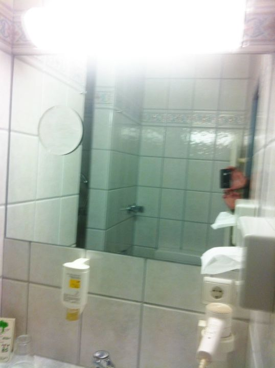 badspiegel mit vergr erung f hn pp hotel grefrather. Black Bedroom Furniture Sets. Home Design Ideas