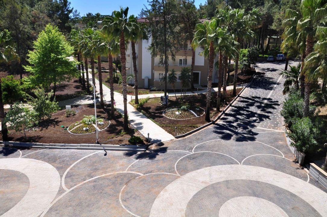Bild ein neuer weg zum garten zu hotel sidelya club in for Garten pool 4m