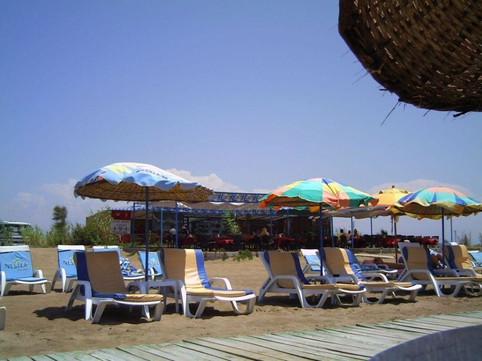 Blick auf die Strand-Bar Semoris Hotel