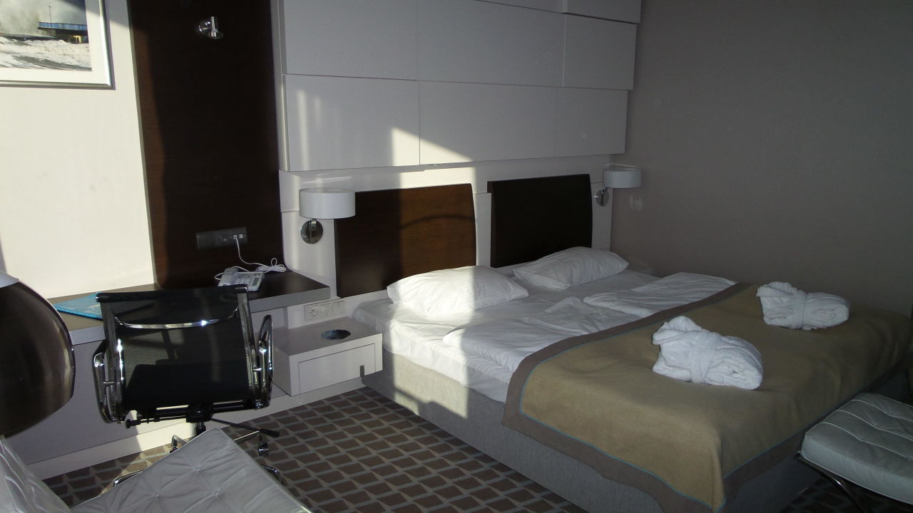 Bild bett zu marine hotel in kolobrzeg kolberg for 2m mal 2m bett