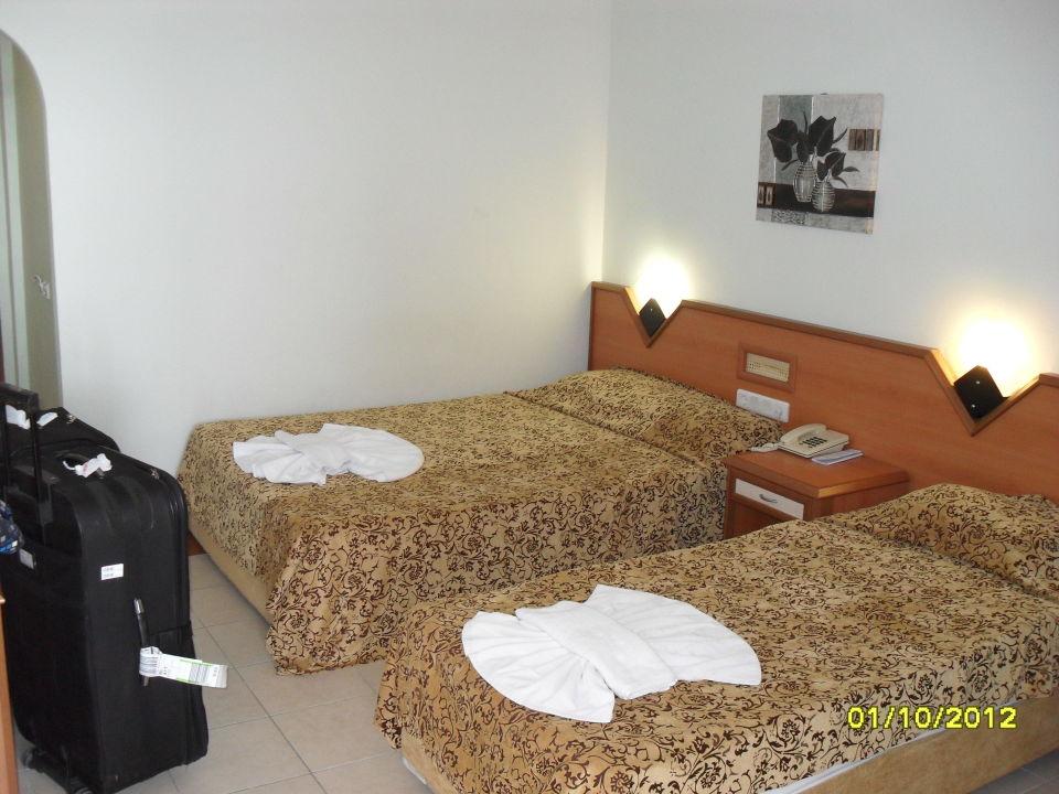 3 Bett Zimmer Und Ein Schlafsessel Ecke Hotel Kleopatra Beach