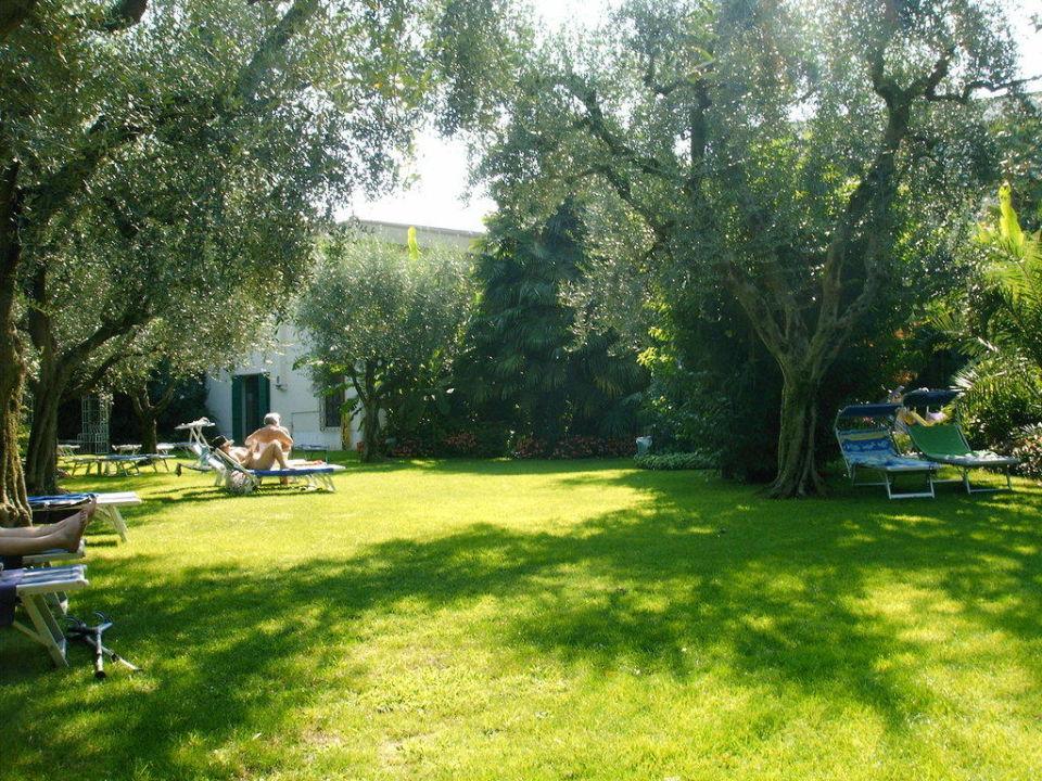 Liegewiese am Pool 4 Stagioni Hotel & Spa